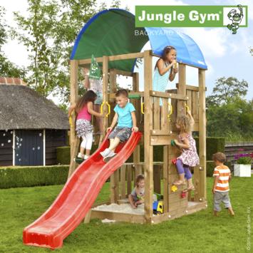 Speeltoestel Jungle Gym Farm met korte rode glijbaan