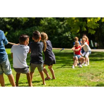 Outdoor play touwtrekken