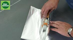 Bewaar de roller en kwast in een gesloten plastic zak of rol ze in aluminiumfolie.