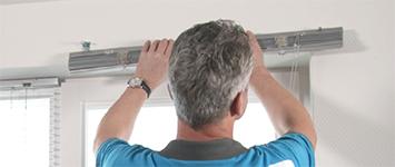 Raamdecoratie ophangen - Horizontale jaloezieën aluminium odd