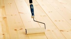 Parketlak en blanke lak voor vloeren en wanden coating