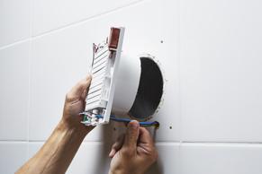 Afzuiging Badkamer Deur : Badkamerventilator installeren u stappenplan gamma