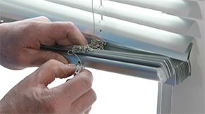 Jaloezie aluminium idd - sierdoppen uit onderbalk verwijderen
