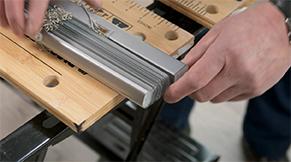 Jaloezie aluminium idd - Zijdoppen uit boven- en onderbalk verwijderen