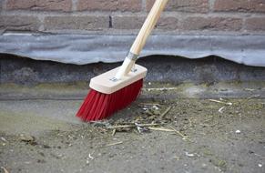 Stap 1 - Kiezels verwijderen en dak schoonmaken