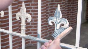 Stap 2: metalen tuinhek schilderen